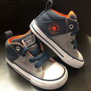 Converse Sneakers Size 6 CTAS Axel Mid Shoes